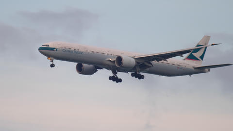 Cathay Pacific Boeing 777 approaching Footage