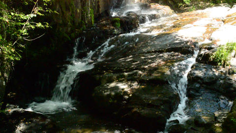 Fix:Two streams flowing on the rock into which the sunlight leaks ライブ動画