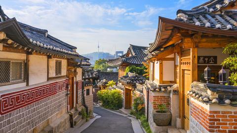 Timelapse at Seoul City,Bukchon Hanok Village, Seoul, South Korea, 4K Time lapse Live Action