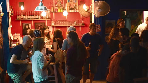 high angle of foreigners at a Thailand bar Live影片