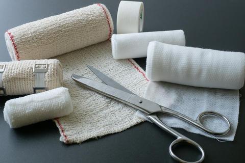 Medical bandages with scissors. Medical equipment Fotografía