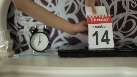 change of calendar numbers, 13 October, Monday. Ended Monday-heavy day 13 Footage