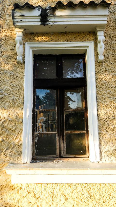 Abandoned Vintage Style Window Fotografía