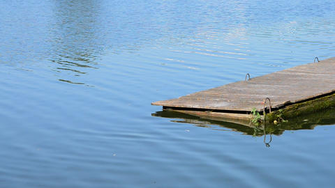 Wooden dock on the water close-up ビデオ