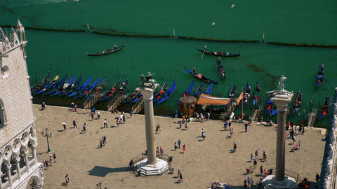 Above view of St Mark square with Venice gate and gondolas 영상물