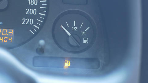 Car Low Level of Fuel 영상물