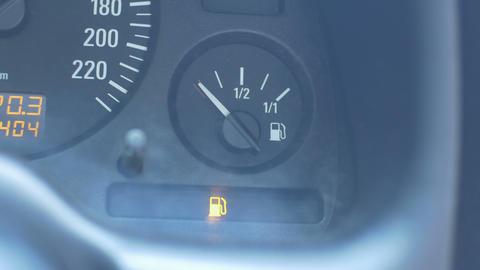 Car Low Level of Fuel ビデオ