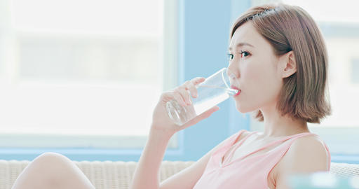 woman drink water Live影片
