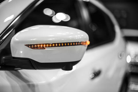 mirror of compact SUV with working turn signal, detail of car close-up フォト