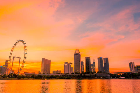 Sunset over Singapore and Ferris Wheel フォト