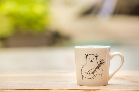 white mug on the wooden table outdoor and copy space フォト