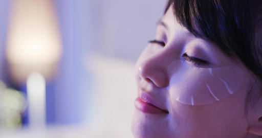 woman with eye mask Live影片