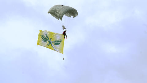 Paratrooper with flag Live Action