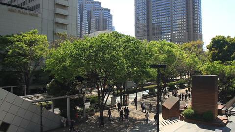 Plaza street middle shot high angle at West Shinjuku ビデオ