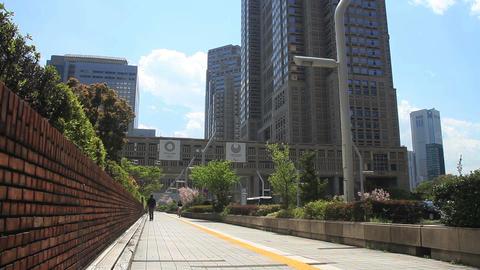 Tokyo Goverment office street wide shot at West Shinjuku ビデオ