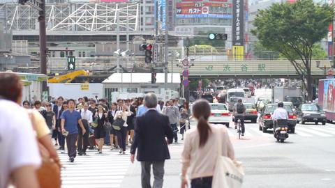 Miyamazuzaka street crossing in Shibuya daytime middle shot ビデオ