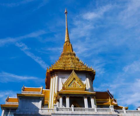 Wat Traimit golden Pagoda and Blue Sky Ancient art Fotografía