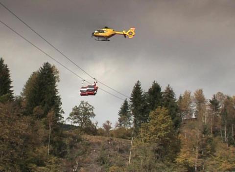 DV 00032 Bergeuebung Hubschrauber1 Stock Video Footage
