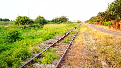 Train tracks Live影片