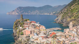 Vernazza Italy time lapse 4K, city skyline timelapse at Cinque Terre Archivo
