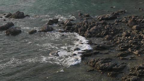 sea tide wave splashing against rock shore ビデオ