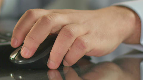 Man's hand lying on computer mouse, close-up fingers clicking on the buttons ライブ動画