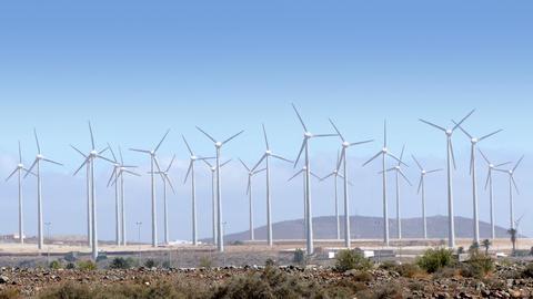 Wind-turbines rotating ビデオ