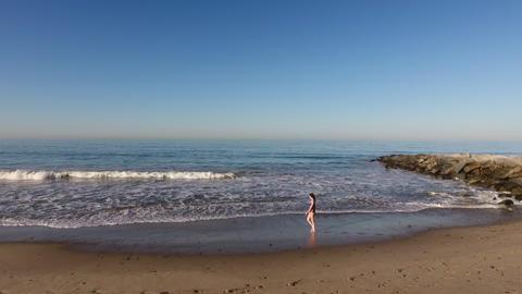 Woman Walking On The Beach Archivo