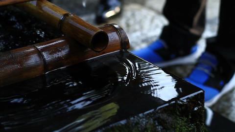 Water surface in Chozuya at Jindaiji temple close shot ビデオ