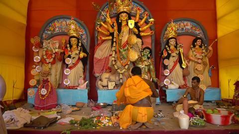 Priest worshipping Goddess Durga, Durga aarti, Durga Puja festival celebration Live Action