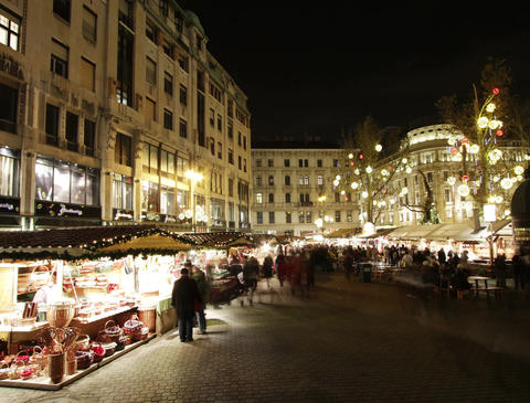 4 K Christmas Market in Budapest 2 Footage