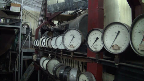 The pressure gauge in the physical laboratory Stock Video Footage