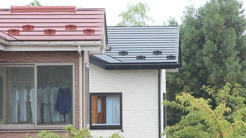 屋根に降る雨 ビデオ