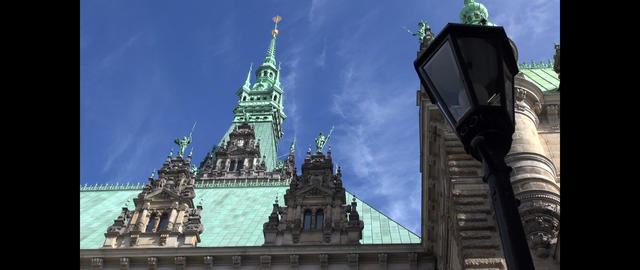 Motion time lapse: Town hall (inner courtyard) in Hamburg, Germany. The building ビデオ
