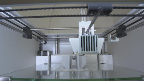 3D printers head in action 영상물