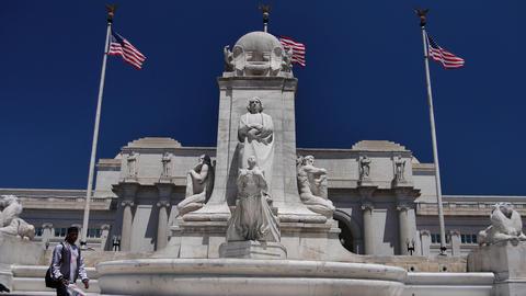 WASHINGTON, DC, USA: Columbus Fountain, located at Union… Stock Video Footage