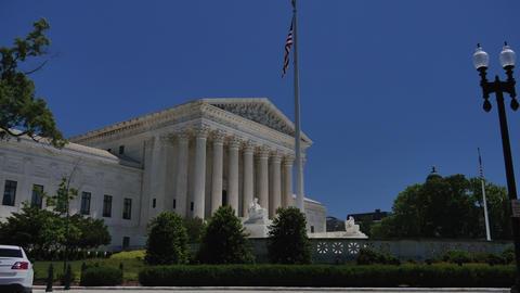 Washington DC: Untied States Supreme Court Building Live Action