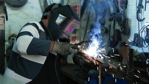 Worker Welding Metal 영상물