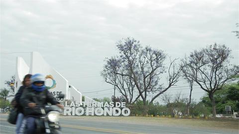 Welcome Sign To The Termas De Rio Hondo City, Santiago Del Estero (Argentina) ビデオ