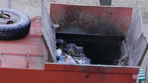 4K Ungraded: Junk Removal / Garbage Truck / Garbage Disposal Footage