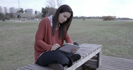 Woman with Ipad outdoors – 4k 영상물