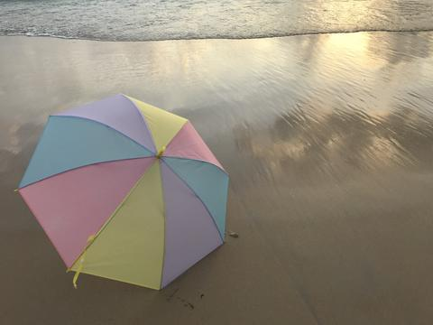 colorful pastel umbrella and the sea フォト