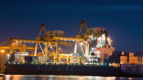 Tim lapse 4k Video Containership at the Shipping port ビデオ