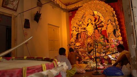 Hindu priests worshipping Goddess Durga Idol, Kolkata, West Bengal, India Live Action