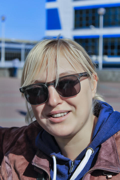 beautiful blonde woman, Happy smiling girl, modern city Photo