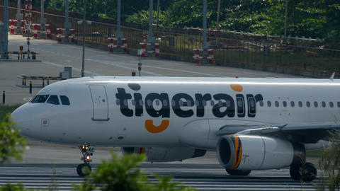 Tigerair Airbus A320 taxiing Live Action