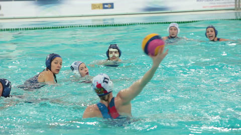 Water polo, goal attack, tracking shot ビデオ