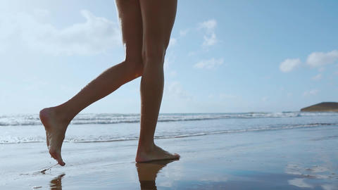 Woman bare foot walking on the summer beach. close up leg of young woman walking Live影片