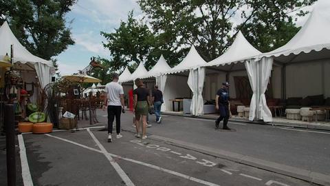 Antique market in L'Isle-Sur-La-Sorgue in 4k Live Action