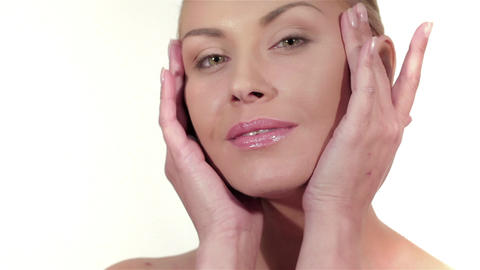 Wellness, skincare and naturally make-up Live Action